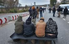 Полиция задержала ветерана АТО на пути в Золотое на акцию против разведение сил - видео