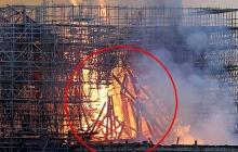 Аномалия внутри пылающего Нотр-Дам-де-Пари: верующие узрели знак свыше – фотофакт