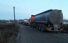 """Семенченко анонсировал старт """"сезона охоты"""" на бизнес Медведчука: активисты начали блокаду торговли бензином из РФ - кадры"""