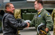 Фото дня: украинский и американский пилоты готовы противостоять российской агрессии