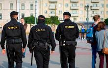 В Беларуси протестующие отбили мужчину, которого пытались похитить силовики Лукашенко, - кадры
