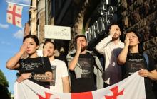 Антипутинские протесты охватывают весь мир: пронзительные фото и видео митинга грузин в Швеции