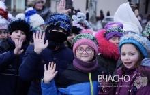 """""""Щедрик"""" в исполнении 3000 тысяч жителей Покровска звучал для россиян как прощальная песня оккупантам – кадры"""
