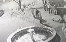 В Кривом Роге возле ночного клуба злоумышленники напали на полицейских – видео