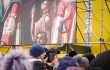 Избрание главы Поместной церкви: тысячи украинцев у Софийского собора замерли в ожидании знакового решения - кадры