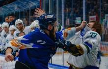 Украинский хоккеист Мережко подрался с российским спортсменом прямо во время матча до крови, видео драки