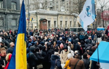 Работники предприятий Коломойского устроили осаду НБУ в Киеве: что происходит