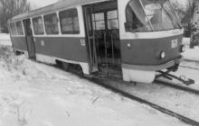 Рейсовый трамвай сошел с рельсов, все стекла разбиты: очевидцы о новом ЧП в оккупированном Донецке - кадры
