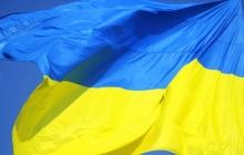 """""""Я против войны"""", - принципиальный россиянин  вывесил огромный флаг Украины на своем подворье в Твери – кадры"""