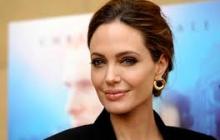 Анджелина Джоли удивила поклонников, снявшись в рекламе почти голой