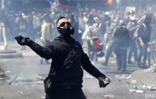 В Париже начались уличные бои, столица в огне: жуткие кадры