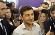 Журналист трижды получил в живот локтем от охранников Зеленского