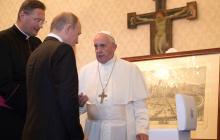 """Папа Римский """"потроллил"""" Путина """"уникальным"""" подарком - хохочет весь Интернет"""