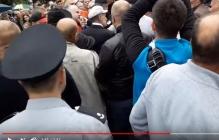 В Мелитополе любители георгиевских лент устроили большую бойню: в Сеть попали кадры массовой потасовки