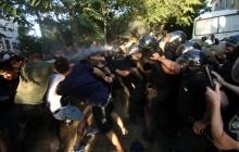 """Черноморск бунтует из-за несправедливого приговора путинским наемникам по делу """"2 мая"""": полиции пришлось применить газ - кадры"""
