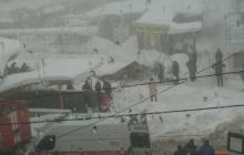 """""""Снег раскапывали голыми руками, скорая из-за сугробов не могла подъехать к пострадавшим"""", - очевидцы обрушения крыши на рынке в Макеевке"""