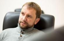 Вятрович предложил запретить шансон и сериалы в украинских маршрутках: детали