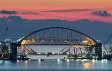 Крупное ЧП с бомбами у Керченского моста в Крым - оккупанты срочно оцепили акваторию пролива