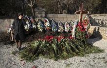 Власти Севастополя рассказали, почему Януковича похоронили на воинском кладбище