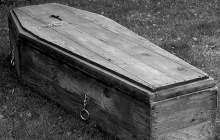 """""""Пакет положили в гроб и волокли по земле"""", - как в Тернополе хоронят умерших от коронавируса, кадры"""
