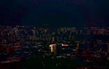 Мадуро устроил гуманитарную катастрофу: Венесуэла почти сутки сидит без электричества, уже 79 смертей