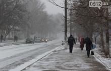 На Николаев обрушился сильнейший снегопад: работа автовокзала парализована, люди в панике пытаются выбраться из снежной западни