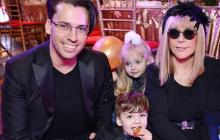 """Галкин показал их с Пугачевой детей Гарри и Лизу перед школой: """"Маленькие копии родителей"""""""