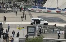 Стрельба в одном из ТРЦ Парижа: полиция ищет преступника, люди выходят с поднятыми руками