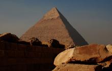 Возле одной из пирамид в Египте нашли мумии неизвестных науке карликовых существ