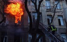 Пожар в Одессе охватил четыре этажа из шести - в панике из окон выпрыгнули еще 4 человека