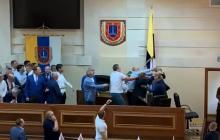Массовая драка депутатов в Одессе: на сессии облсовета было неспокойно – кадры