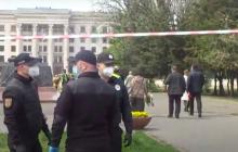 У Дома профсоюзов в Одессе, куда пришли Мураев и Скорик, случилась стычка - место оцеплено полицией, видео