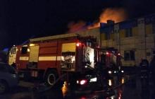ЧП в Полтаве: крупное здание, магазины и крытый рынок охватил огонь – кадры