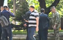 СМИ: Зеленский отказался здороваться и ударил Полторака - инцидент попал на видео