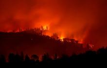 """США """"в огне"""": пожар в Калифорнии уничтожает целые городки  - видео"""