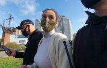 Задрала юбку перед Зеленским: возле участка на президента напала активистка FEMEN