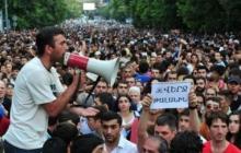 Тысячи людей заполонили центр Еревана: сегодня Армению ждет знаковое событие. Прямая видеотрансляция