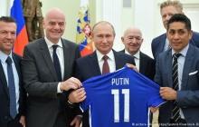 """У Путина руки в крови..."" — Bild поднял громкий скандал в Германии из-за фото Путина в Кремле"