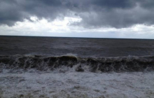 По побережью Азовского моря пролетел мощный ураган: без серьезных последствий не обошлось, кадры