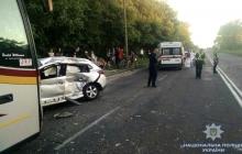 Машина с журналистами врезалась в переполненный автобус в Ровно: подробности и кадры смертельного ДТП