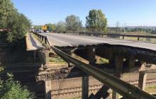 В Харькове обрушился мост - груды бетона и металла рухнули прямо на железную дорогу: страшные кадры