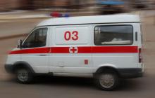 Драма в Киеве: голый мужчина ранил отца и соседей, собакой разбил окно, кадры
