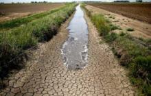 """Крым на грани полного """"обезвоживания"""": воды остается все меньше и меньше"""