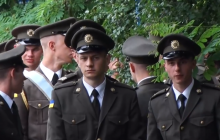 Военные курсанты в Житомире отказались встать под красные флаги - кадры