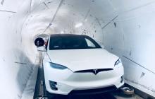 Километры за считанные минуты: захватывающие кадры первой поездки Tesla в скоростном тоннеле Илона Маска