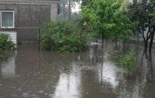"""Житомир """"утонул"""" после дождевой стихии, затоплены дворы, улицы превратились в горные реки"""