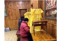В Житомире не хватило кабинок для голосования: кадры, из чего пришлось их сделать членам комиссий