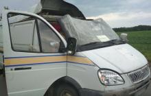 """На Полтавщине на ходу подорвали и обокрали авто """"Укрпошти"""" – унесли почти 3 миллиона гривен, два человек в больнице"""