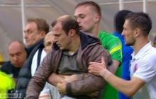 """После поражения """"Днепра"""" Зозуля на эмоциях накинулся на судью: уникальные кадры массовой драки на футбольном поле"""