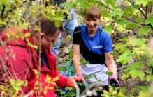 Президент Эстонии Керсти Кальюлайд убирала мусор в одном из парков Днепра